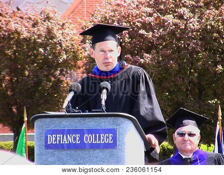 Alex Kotlowitz At The Defiance College 2006 Commencement Graduation Ceremony, Defiance, Oh May 7th,