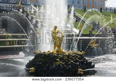 Saint- Petersburg, Russia - July 11, 2016: Samson Fountain Of The Grand Cascade In The Lower Garden