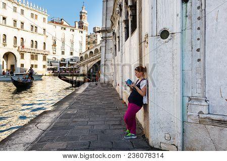 Venice, Italy - June, 21, 2013: View Of Gondola And Ponte Di Rialto, Many Tourists On A Bridge, Wome