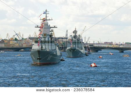 Saint Petersburg, Russia - July 30, 2017: A Wake-up Column Of Ships Of The Russian Navy In The Water
