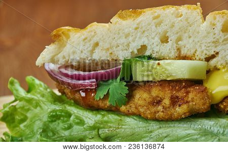Sandwich De Milanesa - Milanesa Sandwich,type Of Sandwich Eaten In Argentina And Uruguay