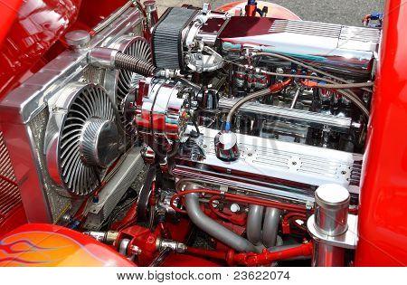 CUSTOMIZED HOT-ROD ENGINE