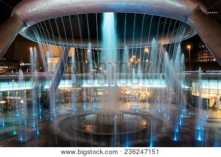 Singapore - May 7, 2017 : Fountain Of Wealth Is The Famous Travel Destinatioin Located In Suntec Tow