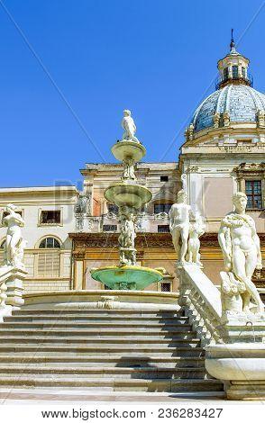 Palermo, Italy - September 25, 2005:  Sicily Island, The Statues Of Pretoria Square