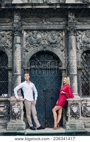 Beautiful Happy Couple In Love Posing At Old Building In Sunny Street. Stylish Hipster Groom And Blo