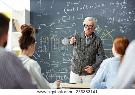 Smart professor ansqwering question of one of his students by blackboard