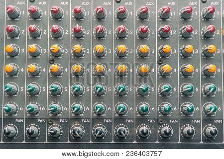 Control Details, Knobs On The Mixing Console
