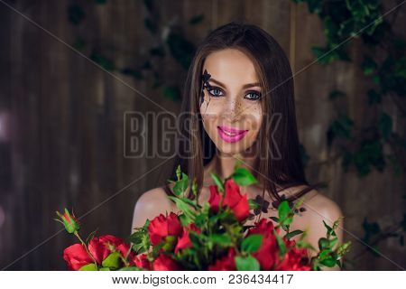 Young Beautiful Pretty Girl Standing And Holding Box With Red Roses. Vogue Fashion Style Studio Port