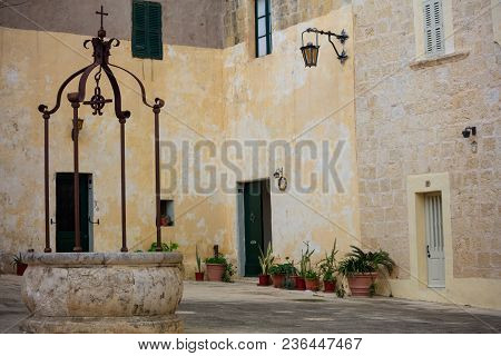 Malta, Mdina, Piazza Mesquita In The Old Medieval City With Sandstone Facades