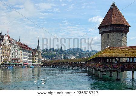 The Famous Chapel Bridge (kapellbrücke) Is A Covered Wooden Footbridge Across The Reuss River - Luce