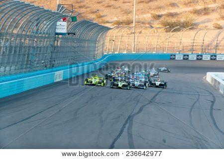 April 07, 2018 - Avondale, Arizona, USA: The Verizon IndyCar Teams race during the Desert Diamond West Valley Casino Phoenix Grand Prix at ISM Raceway in Avondale, Arizona.