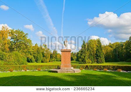 Pavlovsk, Russia - September 21, 2017. Memorial To The Victims Of The Revolution In Pavlovsk Park Ne