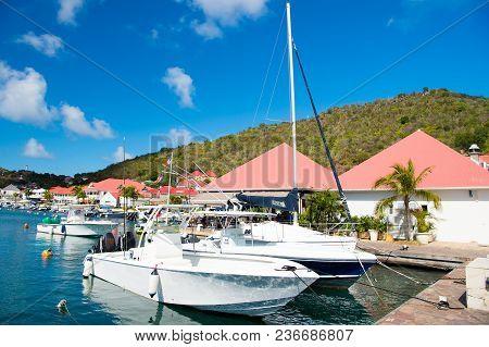 Gustavia, St.barts - January 25, 2016: Sailboats And Yachts Anchored At Sea Pier On Tropical Beach.