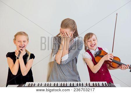 Kids Havin A Lesson In A Musical School