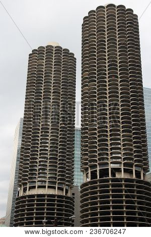 Chicago, Usa - June 26, 2013: Marina City Towers In Chicago. Famous Corncob Shaped Buildings Are 179