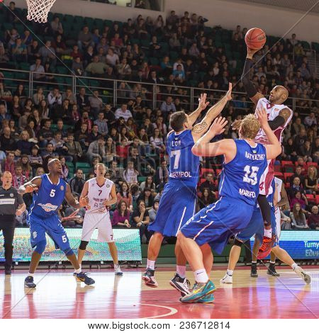 Samara, Russia - December 07: Bc Krasnye Krylia Guard Bracey Wright #34 Throws The Ball In A Basket
