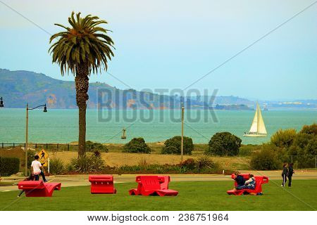 April 4, 2018 In San Francisco, Ca:  People Playing And Relaxing On Lawn Chairs On A Manicured Lawn