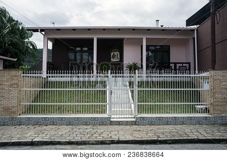 Home Entrance Grid Sharp Fence Safety Protection Garden Grass
