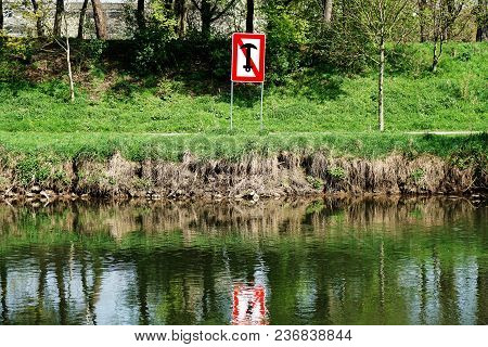 No Anchoring Prohibition Sign At Midland Canal In Hannover, Germany