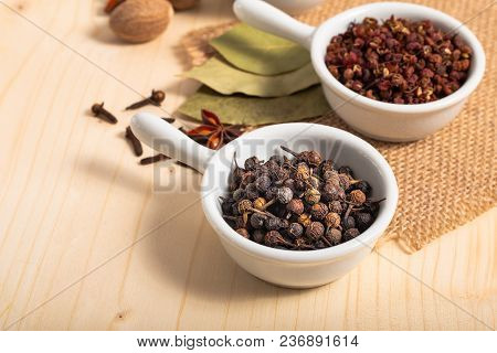 Exotic Spices Concept Chinese Asian Spices Mix  , Black Peppers, Sichuan Peppercorns, Star Anise Pod