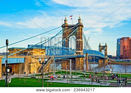 Cincinnati, Oh - April 12, 2018: The John Roebling Bridge Over The Ohio River Is A Cherished Landmar