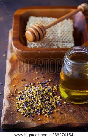 honey with honeycomb and pollen - alternative medicine