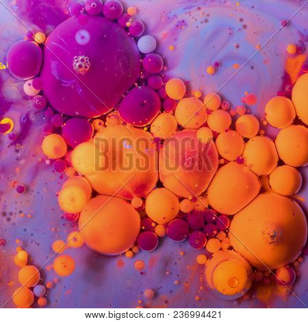 Colored inks of ink bubbles created by mixing acrylic paint in oil.