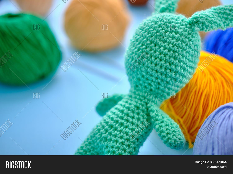How to Crochet Stripes for Amigurumi Pefectly - Club Crochet | 1120x1500