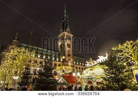 Hamburg, Germany - December 14, 2018: Christmas Market (weihnachtsmarkt) At Town Hall Square In Fron