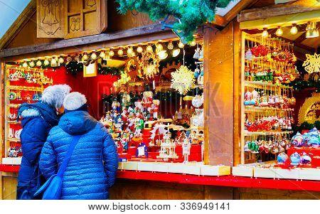People At Stall On Christmas Market Kaiser Wilhelm Berlin Reflex