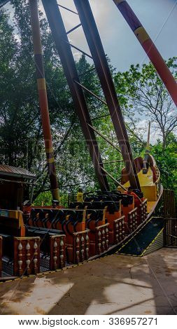 Pirate's Revenge, Malaysia's First 360-degree Rotating Pirate Ship At Sunway Lagoon Theme Park.