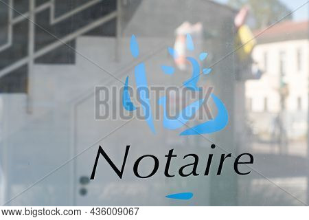 Bordeaux , Aquitaine  France - 10 10 2021 : Notaire French Text Sign And Logo Brand On Wall Notary O
