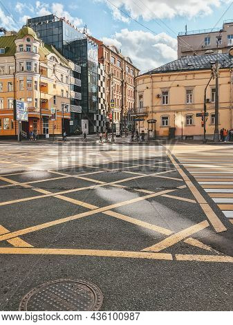 Moscow, Russia - August 29, 2020. Old And Modern Buildings. Waffle Road Markings On Sadovaya-spasska