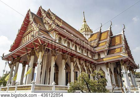 Bangkok, Thailand - Jan 09, 2019 : Beautiful Architecture Of Chapel At Samphanthawong Buddhist Templ