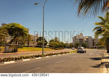 Ashdod-israel. 23-05-2021. Main Road With A Car Within The City Of Ashdod - Israel