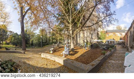 Frankfurt, Germany - October 24, 2020: People Enjoy The Sun And Garden  At The Liebig Park With Muse