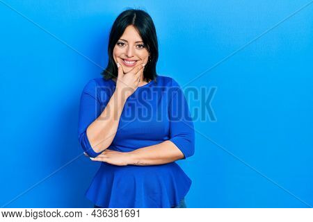 Young hispanic woman wearing casual clothes looking confident at the camera smiling with crossed arms and hand raised on chin. thinking positive.