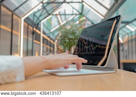 Exchange Analytics And Investments. Trading On The Stock Exchange And Buying Financial Funds From An