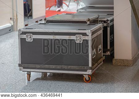 Strong Boxes For Equipment Transport With Wheels