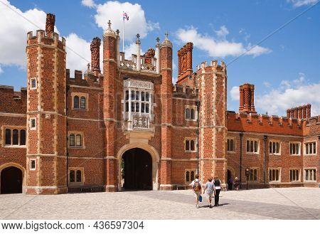 London, Uk - October 14, 2011. Family Of Tourists Visiting Hampton Court Palace, A Royal Palace In L