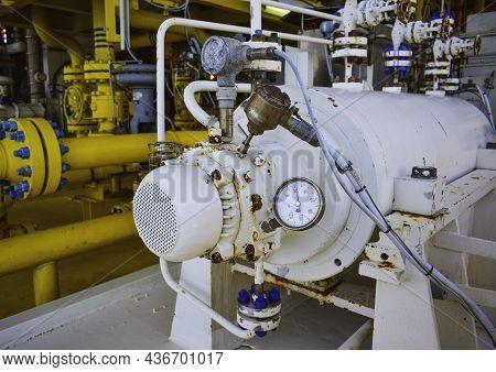 Temperature Gauge,temperature Transmitter Sensor And Vibration Sensor On Nde Side Of Centrifugal Pum
