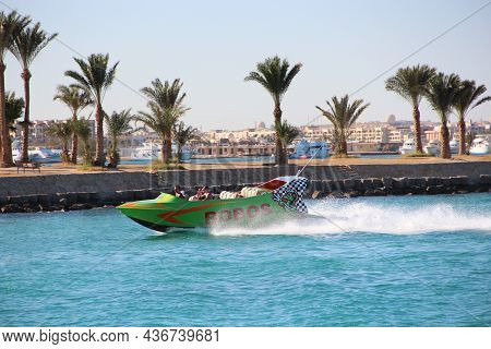 Hurghada / Egypt. 02 August 2018:fast Boat Making Great Splashes On Sea Water And Rolling Tourists O