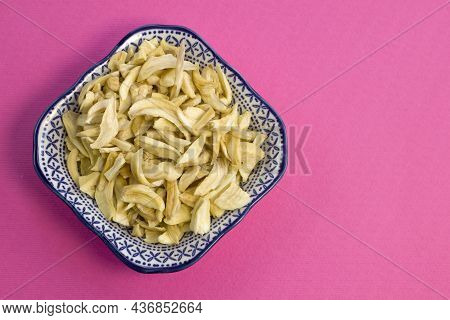 Dried Garlic Flakes On Blue Plate Close Up Flat Lay Photo On Pink Textured Background Top View