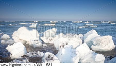 Icebergs Floating In The Atlantic Ocean At Diamond Beach - Iceland (south)