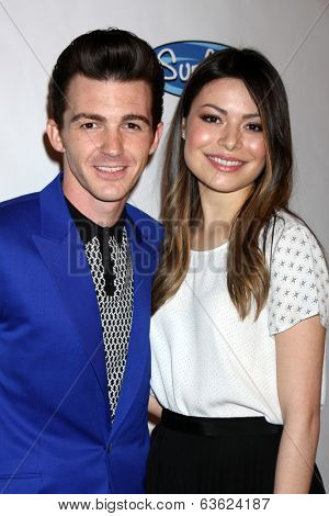 LOS ANGELES - APR 17:  Drake Bell, Miranda Cosgrove at the Drake Bell's Album Release Party for