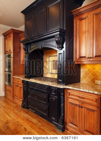 Model Luxury Home Interior Kitchen Mixed Tone Cabinets