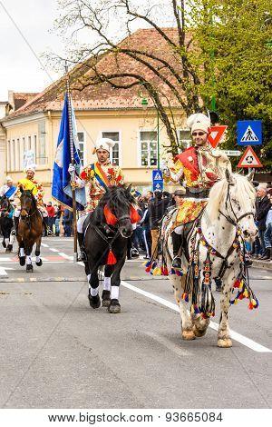 Junii Brasovului parade, Brasov