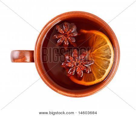 Tee mit Zimt-Sticks und Sternanis