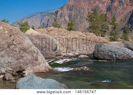 Chulyshman River with big rocks in the Altay mountains.