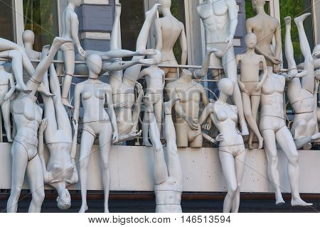 Many mannequins side by side on the balcony.
